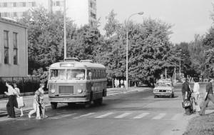 Autobus SAN H-100B na ulicy Centralnej